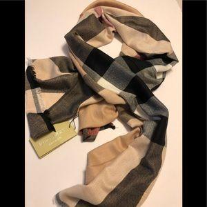 NWT Burberry check scarf